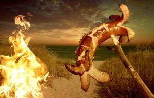 バーベキューでウインナーを焼いてる写真