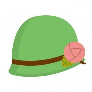 花飾りのついた上品なグリーンの帽子