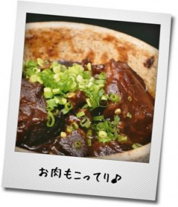 メープルシロップを甘味料、調味料として使って作った肉料理のイメージ写真