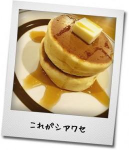 バターとメープルシロップを塗ったパンケーキの写真